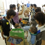 石垣から支援物資を被災地へ-子ども服や絵本、黒糖など